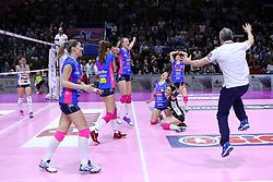 28-04-2017 ITA: Pomi Casalmaggiore - Igor Gorgonzola Novara, Cremona<br /> Semi Final playoff / Vreugde bij Novara<br /> <br /> ***NETHERLANDS ONLY***