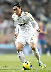 10.12.2011, Santiago Bernabeu Stadion, Madrid, ESP, Primera Division, Real Madrid vs FC Barcelona, 15. Spieltag, im Bild Real Madrid's Mesut Özil // during the football match of spanish 'primera divison' league, 15th round, between Real Madrid and FC Barcelona at Santiago Bernabeu stadium, Madrid, Spain on 2011/12/10. EXPA Pictures © 2011, PhotoCredit: EXPA/ Alterphotos/ Alvaro Hernandez..***** ATTENTION - OUT OF ESP and SUI *****