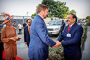 Zijne Majesteit Koning Willem-Alexander en Hare Majesteit Koningin Máxima brengen op uitnodiging van president Ram Nath Kovind een staatsbezoek aan de Republiek India.<br /> <br /> His Majesty King Willem-Alexander and Her Majesty Queen Máxima on a state visit to the Republic of India at the invitation of President Ram Nath Kovind.<br /> <br /> Op de foto / On the photo: Openingssessie Tech Summit in Hotel JW Marriott met minister-president Modi /// Tech Session opening session at Hotel JW Marriott with Prime Minister Modi