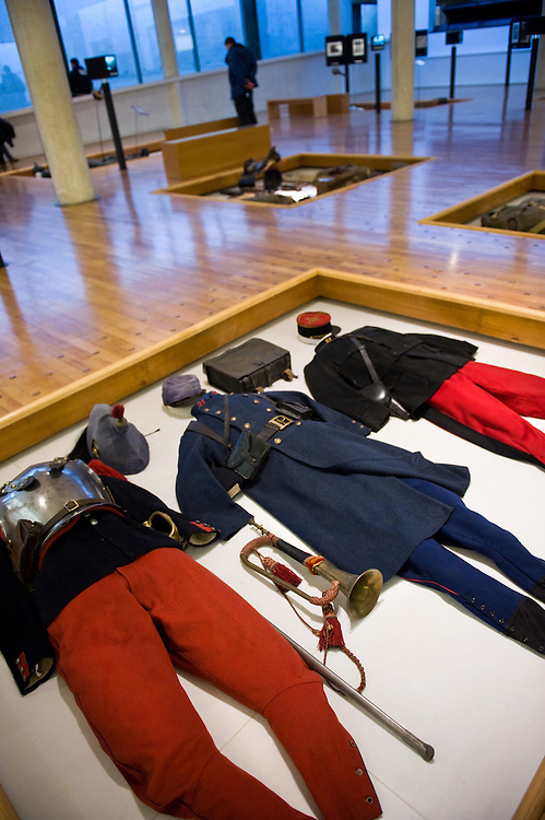 French WWI uniforms at the ‪Museum of the Great War‬ (Historial de la Grande Guerre) in ‪Péronne‬, France