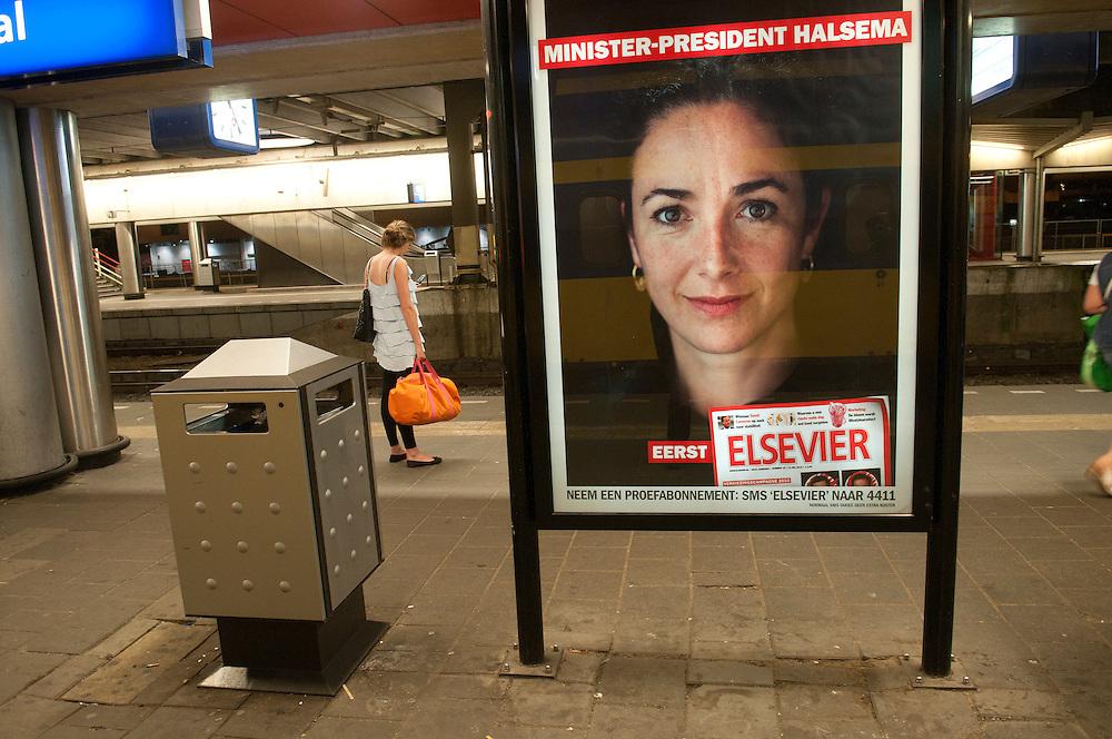 Nederland, Utrecht, 20100605..Poster op het perron van station Utrecht met een portret van Femke Halsema. Reclame voor het weekblad Elsevier    .Gerlo Beernink/Hollandse Hoogte