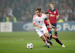 23.10.2012, Grand Stade Lille Metropole, Lille, OSC Lille vs FC Bayern Muenchen, im Bild Philipp LAHM (FC Bayern Muenchen - 21) - Nolan ROUX (OSC Lille - 26) // during UEFA Championsleague Match between Lille OSC and FC Bayern Munich at the Grand Stade Lille Metropole, Lille, France on 2012/10/23. EXPA Pictures © 2012, PhotoCredit: EXPA/ Eibner/ Gerry Schmit..***** ATTENTION - OUT OF GER *****