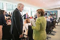 29 AUG 2018, BERLIN/GERMANY:<br /> Horst Seehofer (L), CSU, Bundesinnenminister, und Angela Merkel (R), CDU, Bundeskanzlerin, im Gespraech, vor Beginn der Kabinettsitzung, Bundeskanzleramt<br /> IMAGE: 20180829-01-043<br /> KEYWORDS: Kabinett, Sitzung, Gespr&auml;ch