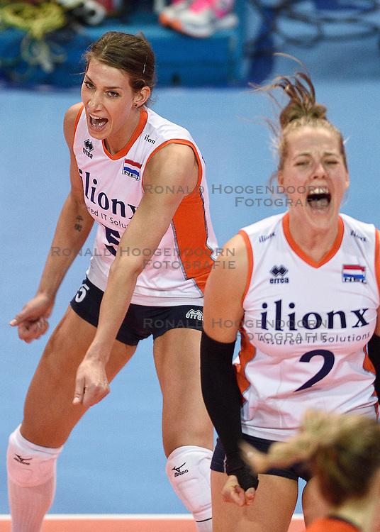04-01-2016 TUR: European Olympic Qualification Tournament Nederland - Duitsland, Ankara <br /> De Nederlandse volleybalvrouwen hebben de eerste wedstrijd van het olympisch kwalificatietoernooi in Ankara niet kunnen winnen. Duitsland was met 3-2 te sterk (28-26, 22-25, 22-25, 25-20, 11-15) Robin de Kruijf #5/