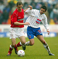 Photo: Scott Heavey.<br /> Digitalsport<br /> NORWAY ONLY<br /> Swindon Town v Hartlepool United. Nationwide Division Two. 08/05/2004.<br /> Andy Nicholas (L) of Swindon holds off Andy Boyd