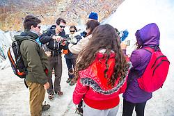 Após trecking sobre Glaciar Viedma, localizado dentro do Parque Nacional Los Glaciares, na Província da Santa Cruz, grupo de turistas tomam licor com gelo retirado da montanha. FOTO: Jefferson Bernardes/ Agência Preview