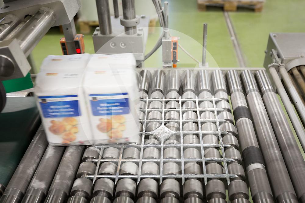 SCHWEIZ - ZÜRICH - Weissmehlverpackungen in der Getreidemühle Swissmill im Kornhaus - 26. Januar 2018 © Raphael Hünerfauth - http://huenerfauth.ch