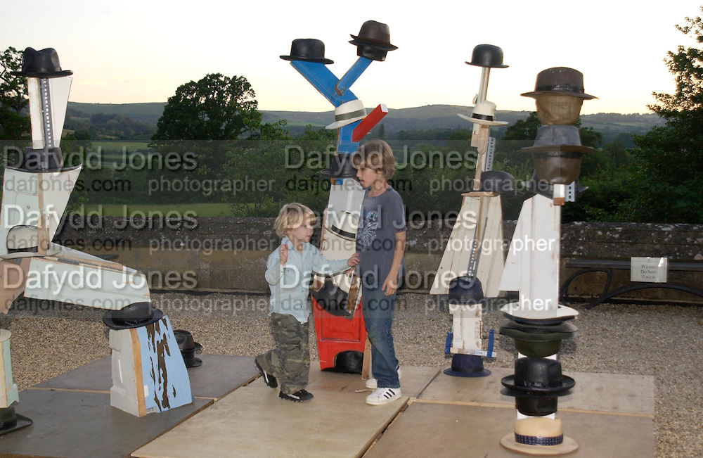 Connor and Cassius (younger) Hirst on Damien's art work. Mollie Dent-Brocklehurst and Vanity Fair host  the opening of 'Vertigo'  a mixed art exhibition at Sudeley Castle. Winchombe, Gloucestershire. 18 June 2005. ONE TIME USE ONLY - DO NOT ARCHIVE  © Copyright Photograph by Dafydd Jones 66 Stockwell Park Rd. London SW9 0DA Tel 020 7733 0108 www.dafjones.com