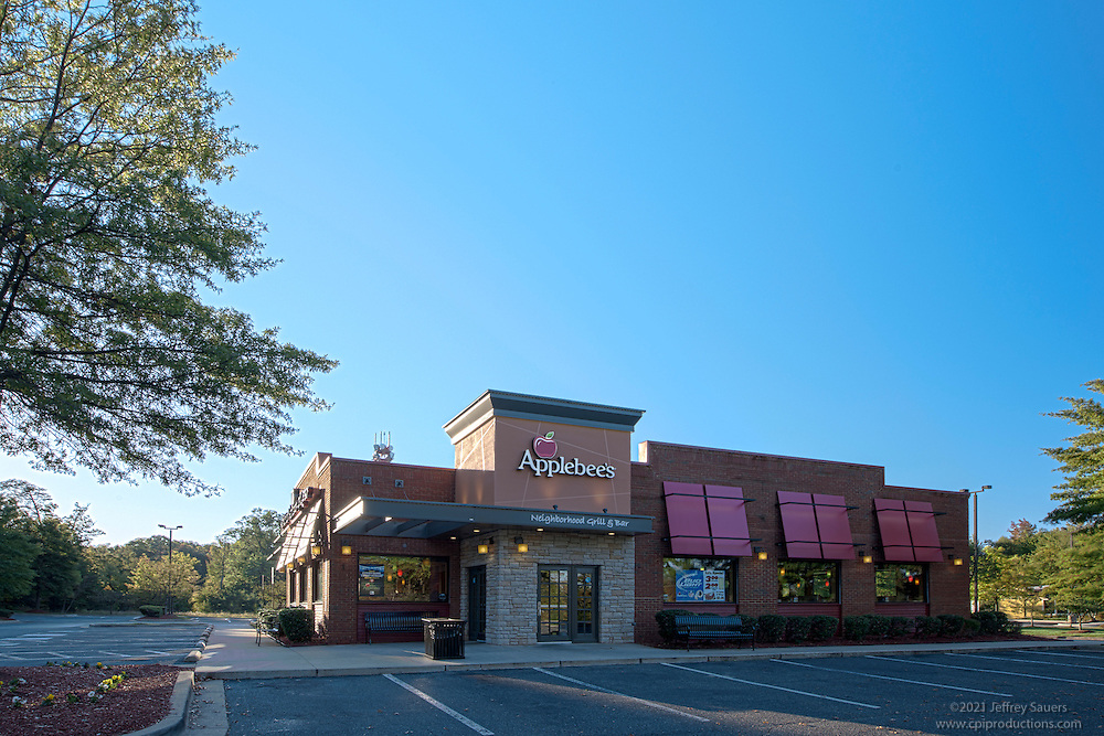 Architectural image of Applebees restaurant in Waldorf MD by Jeffrey Sauers of Commercial Photographics