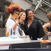 NLD/Amsterdam/20180604 - Gaypride 2018, Eva Simon sen haar moeder zangeres Ingrid Simons