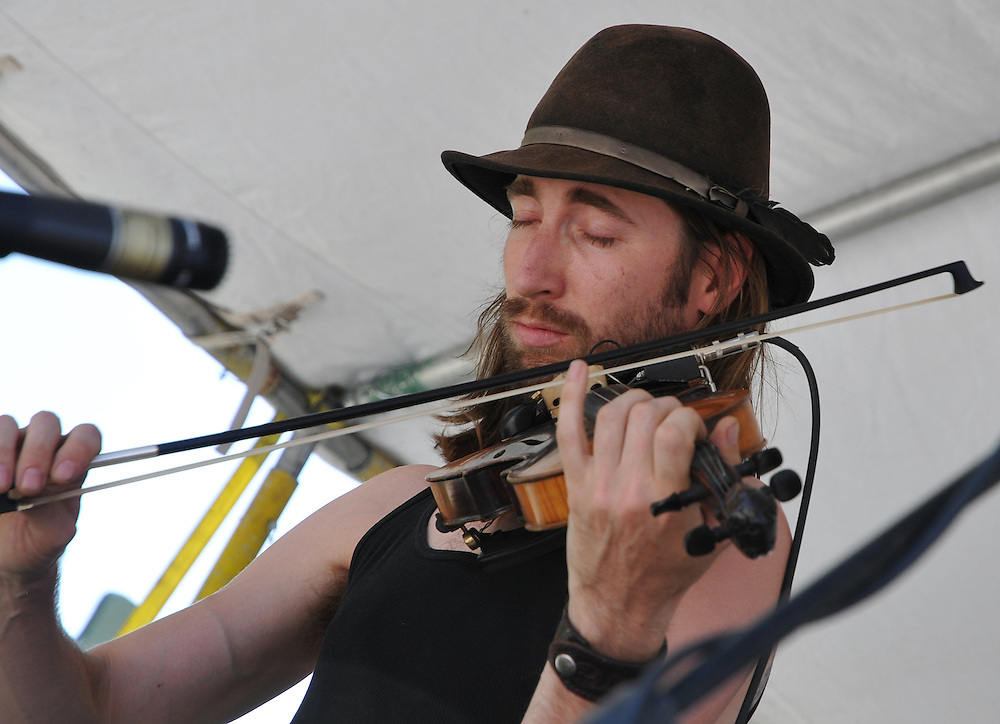 Jenn Rawling & Basho Parks concert at 2012 Tucson Folk Festival. Event photography by Martha Retallick.