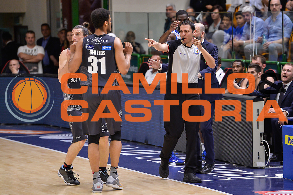 Manuel Attard, Shavon Shields<br /> Banco di Sardegna Dinamo Sassari - Dolomiti Energia Aquila Basket Trento<br /> Legabasket Serie A LBA Poste Mobile 2016/2017<br /> Playoff Quarti Gara3<br /> Sassari 16/05/2017<br /> Foto Ciamillo-Castoria