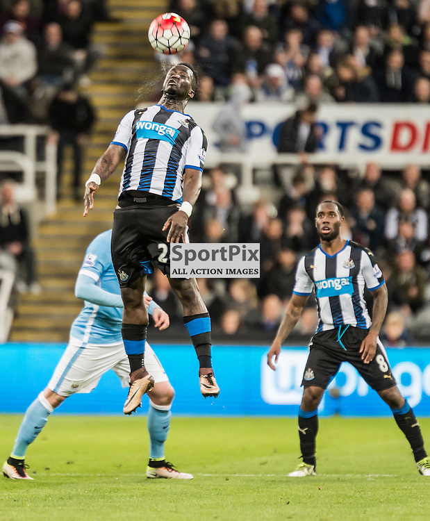 Newcastle United midfielder Cheik Ismael Tiote (24) wins a header in the Premier League match between Newcastle United and Manchester City <br /> <br /> (c) John Baguley | SportPix.org.uk