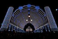 Lecce - Festeggiamenti in onore di Sant'Oronzo, San Giusto e San Fortunato. In Piazza Sant'Oronzo la cupola è finalmente accesa.