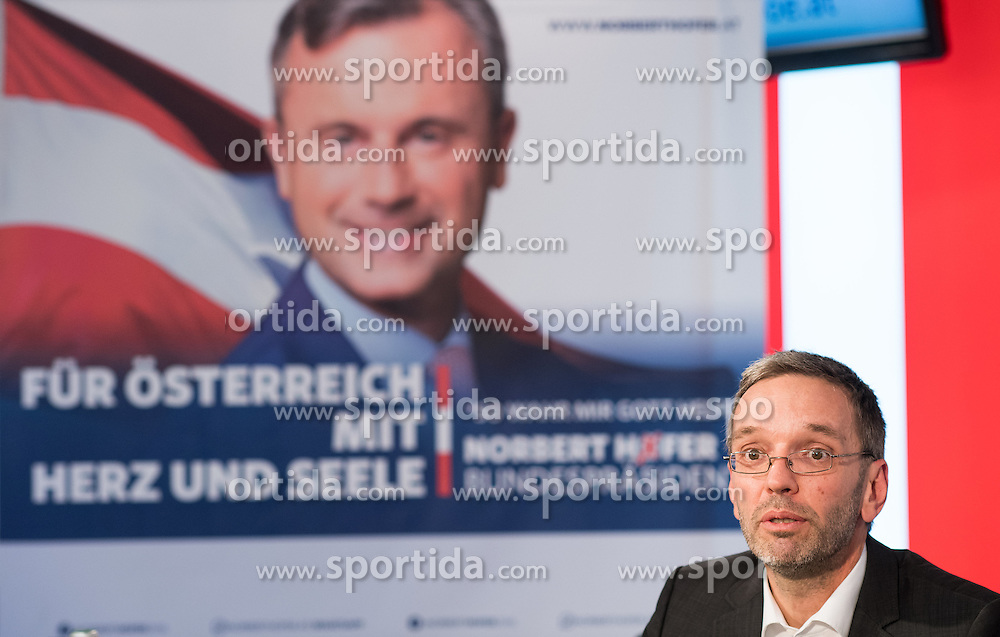 21.10.2016, Freiheitlicher Parlamentsklub, Wien, AUT, FPÖ, Plakatpräsentation für die Wiederholung des zweiten Wahlgang der Präsidentschaftswahl 2016. im Bild FPÖ Generalsekretär und Nationalratsabgeordneter Herbert Kickl // Member of Parliament FPOe Herbert Kickl during placard presentation for presidential elections of the austrian freedom party in Vienna, Austria on 2016/10/21. EXPA Pictures © 2016, PhotoCredit: EXPA/ Michael Gruber