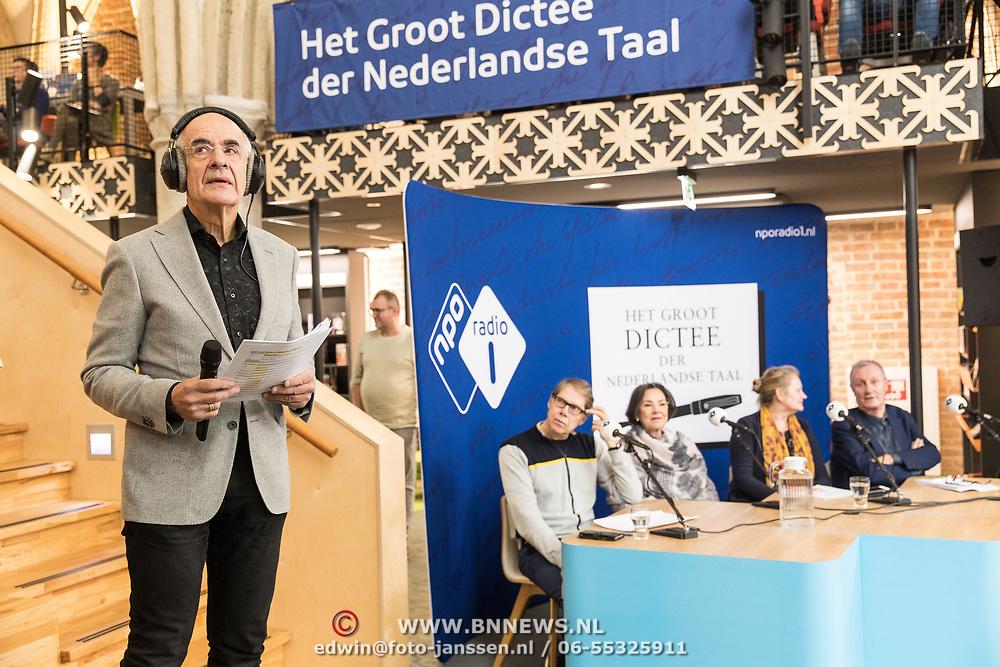 NLD/Zutphen/20191102 - Groot Dictee ter Nederlandse Taal, Wim Daniels met Gerdi Verbeet en Frits Spits
