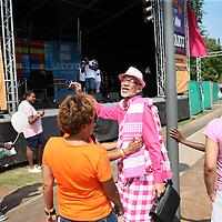 Nederland, Amsterdam , 27 juli 2014.<br /> het Kwaku-festival, in het Bijlmerpark in Amsterdam-Zuidoost.<br /> Dat festival is jarenlang het toneel geweest van gedoe, met betrokkenen binnen de organisatie die elkaar de tent uitvochten en zo. Maar sinds vorig jaar , sinds er een nieuwe organisatie achter zit, loopt het goed.<br /> Dit jaar is er op het festival ook veel aandacht omtrent Aids preventie.<br /> Foto:Jean-Pierre Jans