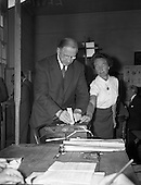 1959 Taoiseach Eamon de Valera casts his vote in the Presidential Election