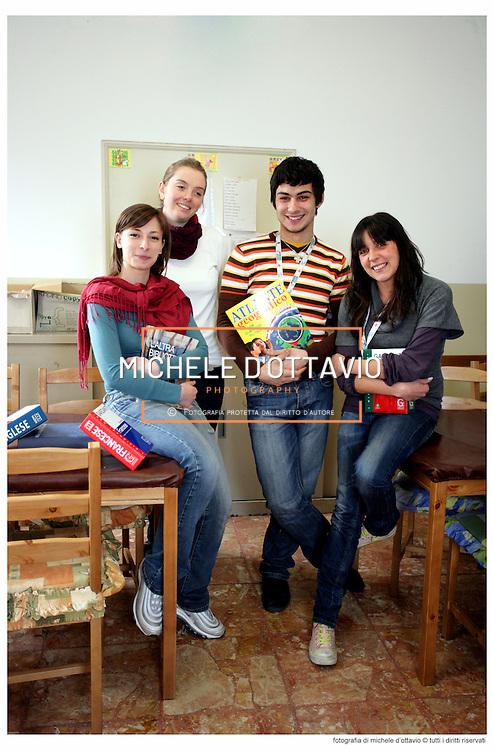 Servizio civile volontario per la prevenzione dell'abbandono scolastico ASSOCIAZIONE EOS di Torino..Presenza attiva nella sede del doposcuola per le attività relative: aiuto verso i bambini, ragazzi e giovani nello svolgere i compiti e nello studio