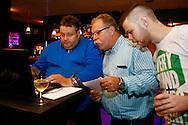 07-11-2015 VOETBAL: SUPPORTERCLUB BOWLINGAVOND<br /> De supportersclub Willem II organiseerde voor haar leden de jaarlijkse bowlingavond die deze keer heel goed bezocht was<br /> Henk van Meel, Jan van den Dries<br /> <br /> Foto: Geert van Erven