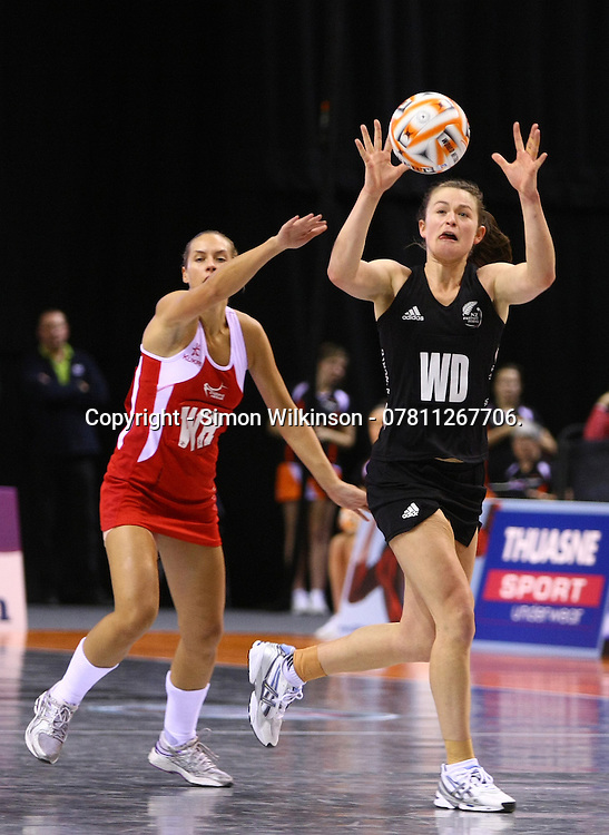 PICTURE BY VAUGHN RIDLEY/SWPIX.COM - Netball - World Netball Series 2010 - England v New Zealand Final - Echo Arena, Liverpool, England - 21/11/10.<br /> <br /> Copyright - Simon Wilkinson - 07811267706.<br /> <br /> New Zealand's Charlotte Kight and England's Tamsin Greenway.