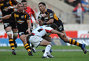 Twickenham, GREAT BRITAIN, Wasps Ricky FLUTLY is tackles by Saracens Neil de KOCK during the London Double Header, between  London Wasps vs Saracens match at Twickenham Stadium. England, Sat 15.09.2007  [Mandatory Credit, Peter Spurrier/Intersport-images].....
