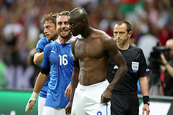 28.06.2012, Nationalstadion, Warschau, POL, UEFA EURO 2012, Deutschland vs Italien, Halbfinale, im Bild Mario Balotelli Torjubel // during the UEFA Euro 2012 Half Final Match between Germany and Italy at the National Stadium Warsaw, Poland on 2012/06/28. EXPA Pictures © 2012, PhotoCredit: EXPA/ Newspix/ Tomasz Wantula..***** ATTENTION - for AUT, SLO, CRO, SRB, SUI and SWE only *****