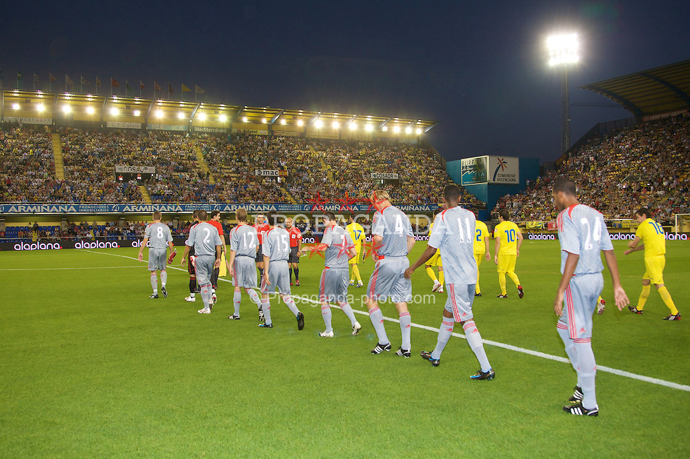 VILLARREAL, SPAIN - Wednesday, July 30, 2008: Liverpool players walk out to face Villarreal during a friendly match at the Madrigal Stadium. (Photo by David Rawcliffe/Propaganda)