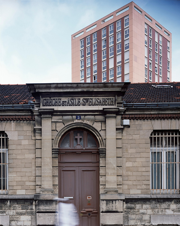 Crèche et asile Sainte-Elisabeth, construit à  l'initiative de la famille Cartier-Bresson (1886). Rue Condorcet, Pantin (Seine-Saint-denis), 2011