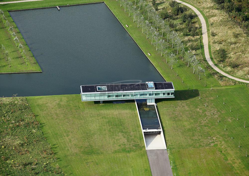 Villa Kogelhof is een ontwerp van architect Paul de Ruiter is gebouwd op landbouwgrond van boerderij Kogelhof. Genoemd naar de kanonskogels uit de napoleontische tijd die veelvuldig gevonden werden op de akkers.