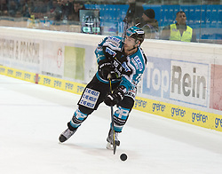 08.01.2016, Keine Sorgen Eisarena, Linz, AUT, EBEL, EHC Liwest Black Wings Linz vs Dornbirner Eishockey Club, 41. Runde, im Bild Brett McLean (EHC Liwest Black Wings Linz) // during the Erste Bank Icehockey League 41st round match between EHC Liwest Black Wings Linz and Dornbirner Eishockey Club at the Keine Sorgen Icearena, Linz, Austria on 2016/01/08. EXPA Pictures © 2016, PhotoCredit: EXPA/ Reinhard Eisenbauer