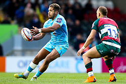 Ollie Lawrence of Worcester Warriors takes on Tom Hardwick of Leicester Tigers - Mandatory by-line: Robbie Stephenson/JMP - 03/11/2018 - RUGBY - Welford Road Stadium - Leicester, England - Leicester Tigers v Worcester Warriors - Gallagher Premiership Rugby