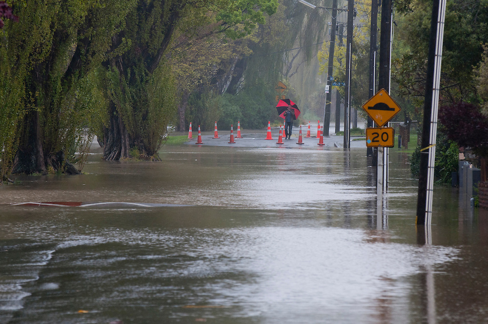 Residents investigate flooding from the Heathcote River in Eastern Terrace, Christchurch, New Zealand, Wednesday, October 19, 2011. Credit: SNPA /  David Alexander.