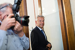 16.05.2017, Parlament, Wien, AUT, Parlament, Treffen zwischen Regierung und Oppositions zur Terminvereinbarung der Neuwahl am 15. Oktober 2017, im Bild ÖVP Klubobmann Reinhold Lopatka // Leader of the Parliamentary Group OeVP Reinhold Lopatka during meeting of the National Council of austria with a speech of the federal chancellor regarding to government crisis and new elections at austrian parliament in Vienna, Austria on 2017/05/16, EXPA Pictures © 2017, PhotoCredit: EXPA/ Michael Gruber