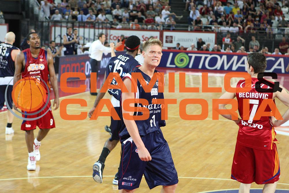 DESCRIZIONE : Roma Lega A 2008-09 Playoff Quarti di finale Gara 5 Lottomatica Virtus Roma Angelico Biella<br /> GIOCATORE : Jonas Jerebko<br /> SQUADRA : Angelico Biella<br /> EVENTO : Campionato Lega A 2008-2009 <br /> GARA : Lottomatica Virtus Roma Angelico Biella<br /> DATA : 26/05/2009<br /> CATEGORIA : Delusione <br /> SPORT : Pallacanestro <br /> AUTORE : Agenzia Ciamillo-Castoria/G.Ciamillo