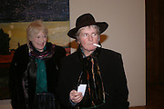 Maggi Hambling ( with nicotine substitute fake ciarette) and Tory Laurence. the Triumph of Painting. Part 1. The Saatchi Gallery. 25 January 2005. ONE TIME USE ONLY - DO NOT ARCHIVE  © Copyright Photograph by Dafydd Jones 66 Stockwell Park Rd. London SW9 0DA Tel 020 7733 0108 www.dafjones.com