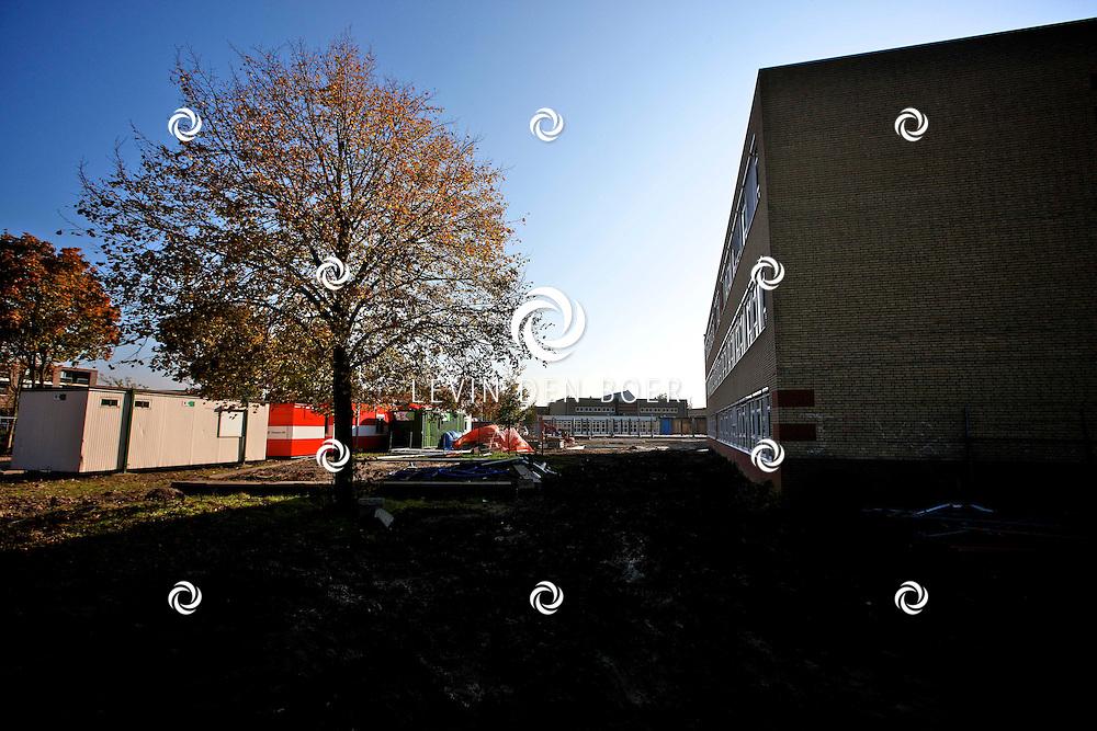 ZALTBOMMEL - Schoolgebouw Cambium aan de Courtine is vol in de verbouwing. FOTO LEVIN DEN BOER - PERSFOTO.NU