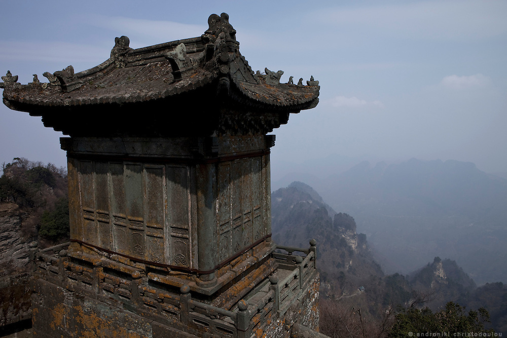 Asia, China, Hubei province.  View from the Golden Palace on the Heavenly Pillar Peak of Wudang moutain (Wudang-san), a World Heritage mountain with many Taoist monasteries.