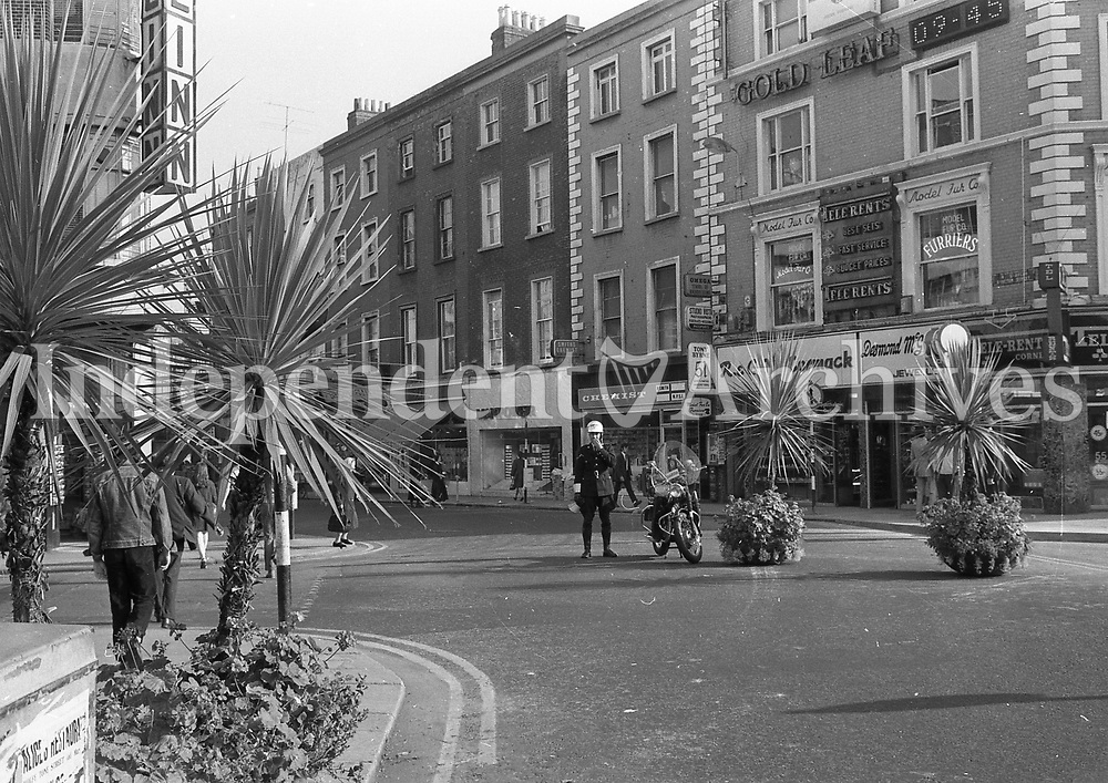 Pedestrianisation of Grafton St in Dublin, September 1971. <br /> (Part of the Independent Newspapers Ireland/NLI Collection)