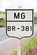 Carmo da Cachoeira_MG, Brasil...Detalhe da placa na BR-381, rodovia Fernao Dias...Detail of sign in the BR-381, Fernao Dias highway...Foto: LEO DRUMOND / NITRO.....