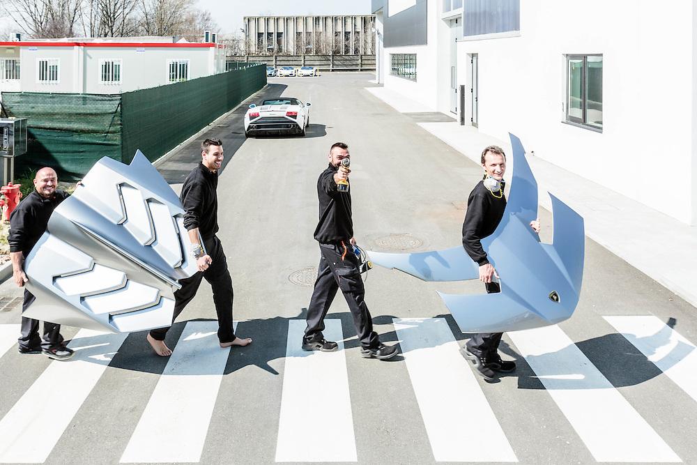"""22 MAR 2013 - Sant'Agata Bolognese (BO) - Lamborghini Automobili - Prototipo della Lamborghini Veneno, prodotta in 3 esemplari al prezzo di 3 milioni di euro - Tecnici trasportano i cofani anteriore e posteriore (à la Beatles' """"Abbey Road"""")"""