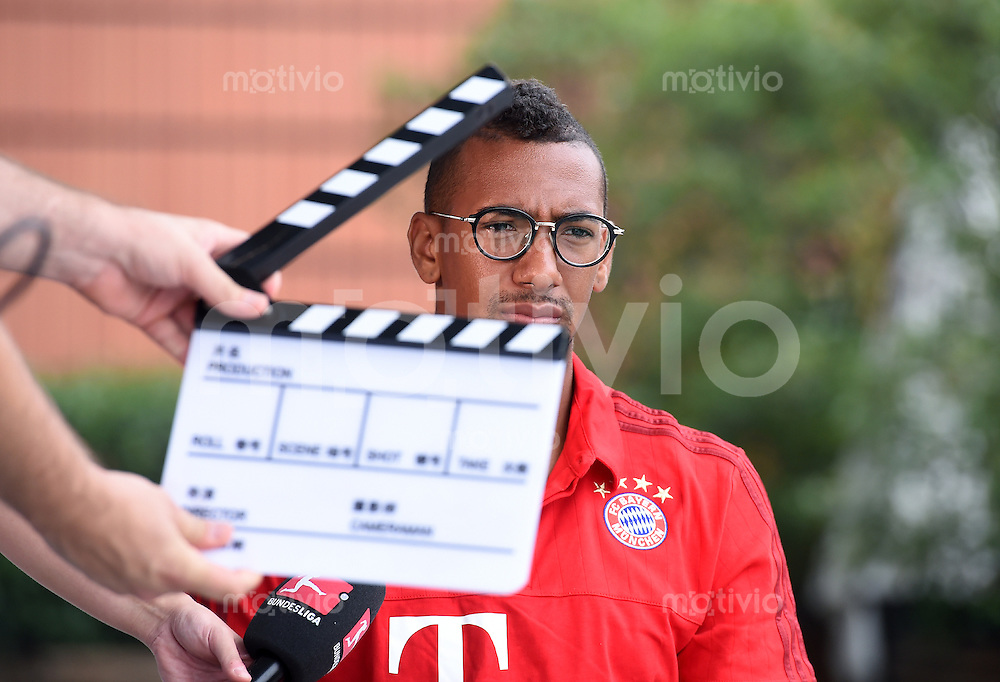 FUSSBALL     1. BUNDESLIGA     SAISON  2015/2016 Audi Football Summer Tour China 2015 FC Bayern Muenchen 21.07.2015  Tag 5: Jerome Boateng beim DFL Interview-Produktion mit Filmklappe
