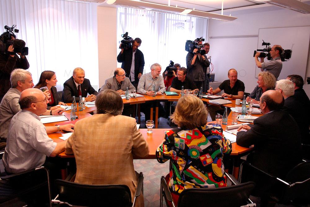 """04 JUL 2004, BERLIN/GERMANY:<br /> Werner Dreibus (Ruecken), 1. Bevollmächtigter IG Metall Offenbach, Peter Vetter, ehem. 1. Bevollmaechtigter IG Metall Kempten, Bjoern Radke, Kreisgeschaeftsfuehrer B90/Die Gruenen KV Stormarn, Petra Hensberg, Rechtsanwaeltin fuer Arbeitsrecht, Fritz Schmalzbauer, Bildungsbeauftragter Ver.di Muenchen, Murat Cakir, ehem. Vorsitzender des Landes- und Bundesauslaenderbeirates, Joachim Bischoff, Autor VSA-Verlag und Mitglied PDS Hamburg, Klaus Ernst (Sprecher), 1. Bevollmaechtigter IG Metall Schweinfurt, Thomas Haendel (Sprecher) 1. Bevollmaechtigter IG Metall Fuerth, Sabine Loesing (Sprecherin) Mitglied des Attac-Rates, Axel Troost (Sprecher), Geschaeftsfuehrer Memorandum Gruppe - AG Altnernative Wirtschaftspolitik, Helge Meves, ehem. Sprecher des Internet-Wahlkreises der PDS, Huesyin Aydin, 2. Bevollmaechtigter IG Metall Duesseldorf, Heidi Scharf (Ruecken), 1. Bevollmaechtigte IG Metall Schwaebisch Hall, (im Uhrzeigersinn, ab unten links) , Sitzung des Bundesvorstands des Vereins """"Wahlalternative Arbeit & soziale Gerechtigkeit"""" nach dessen Gruendung und Wahl des Vorstandes, Dietrich-Bonhoefer-Haus<br /> IMAGE: 20040704-01-001<br /> KEYWORDS: Gründung, Hüseyin Aydin, Thomas Händel, Sabine Lösing, Björn Radke"""
