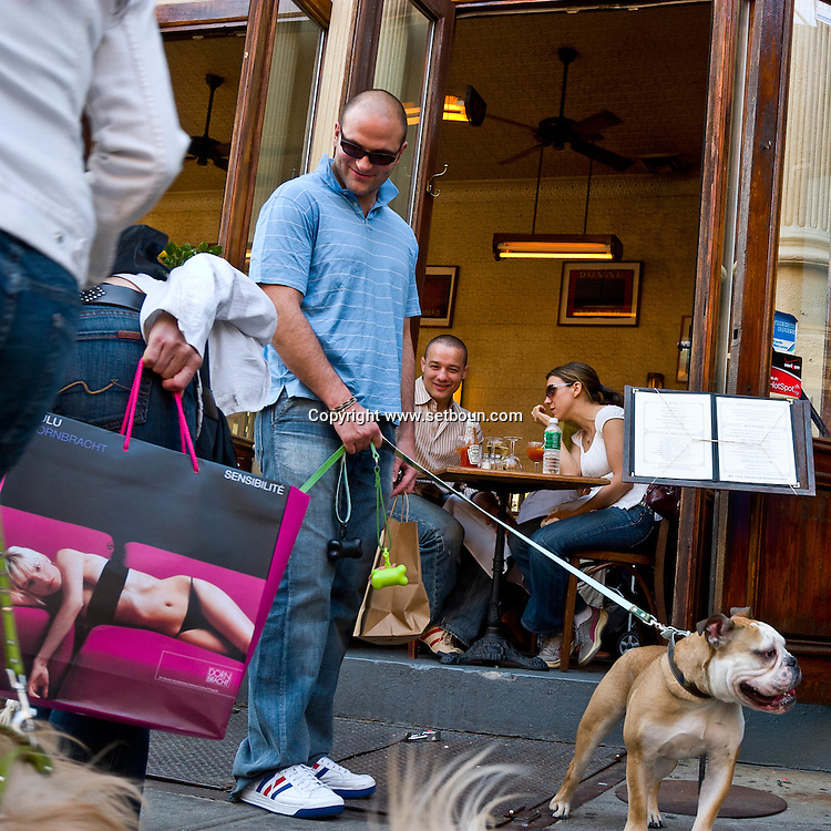 USA. New York -Soho in front of cafe restaurant Felix, dogs and owners   - United States  / Soho Cafe restaurant chez Felix, la mode des chiens  - Etats unis
