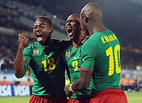 Fotball<br /> VM 2010<br /> Danmark v Kamerun<br /> 19.06.2010<br /> Foto: Witters/Digitalsport<br /> NORWAY ONLY<br /> <br /> Jubel 1:0 v.l. Eyong Enoh, Torschuetze Samuel Eto'o (Etoo, Kamerun), Achille Emana<br /> Fussball WM 2010 in Suedafrika, Vorrunde, Kamerun - Daenemark