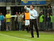 15-05-2008 Voetbal:RKC Waalwijk:ADO Den Haag:Waalwijk<br /> In de stromende regen probeert Petrovic zijn mannen nog te sturen<br /> Foto: Geert van Erven