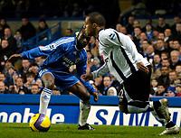 Photo: Ed Godden.<br />Chelsea v Fulham. The Barclays Premiership. 30/12/2006.<br />Fulham's Wayne Routledge (R), makes his way past Claude Makalele.