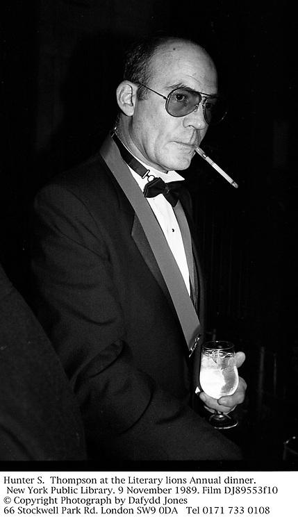Hunter S.  Thompson at the Literary lions Annual dinner. New York Public Library. 9 November 1989. Film DJ89553f10<br /> © Copyright Photograph by Dafydd Jones<br /> 66 Stockwell Park Rd. London SW9 0DA<br /> Tel 0171 733 0108