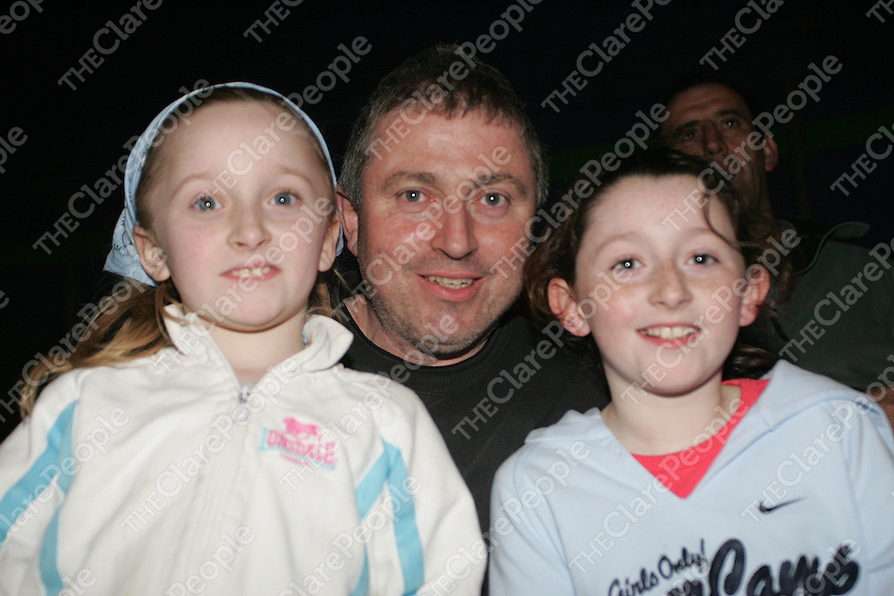 Orla (7), Joe and Caoimhe (9) O'Gorman from Scariff pictured at the Circus in Scariff on Wednesday night. Pic. Brian Arthur/ Press 22.