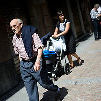 An old local man walks in a street of the Northern Spanish Basque city of Bilbao, on August 25, 2011. Photo Rafa Rivas